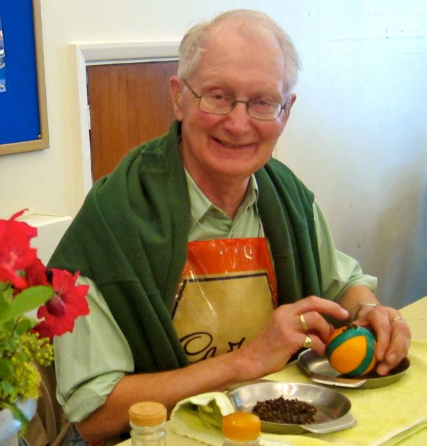 Alan Page: step-by-step guides to make an orange pomander.