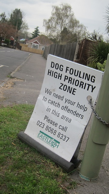 Dog fouling priority zone, King's Road, Chandler's Ford.