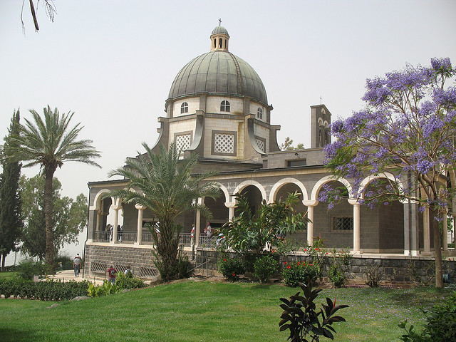 "Church of the Beatitudes. Image by <a href=""https://www.flickr.com/photos/redrosevicar/3756952335"">Will Grady!</a> via Flickr."