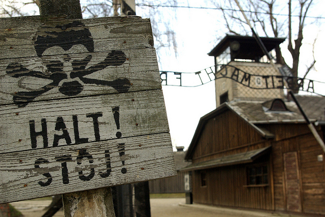 Auschwitz Entrance. From Flickr by Santiago-richard