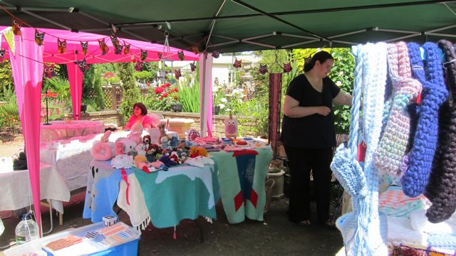 Brambridge craft market: Sian (jewellery) and Rachel Potter (crochet).