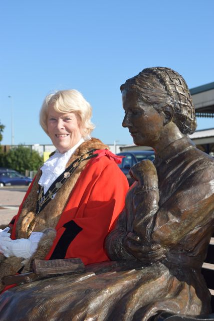 Mayor of Eastleigh, Cllr Jane Welsh, welcomed the installation of the statue of Charlotte Mary Yonge. Mayor of Eastleigh, Cllr Jane Welsh, welcomed the installation of the statue of Charlotte Mary Yonge. Image Credit: Eastleigh Borough Council.
