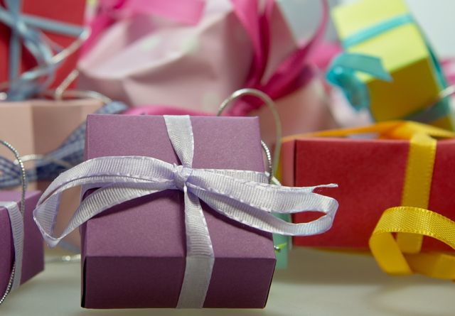 Christmas gifts - image by blickpixel via Pixabay.