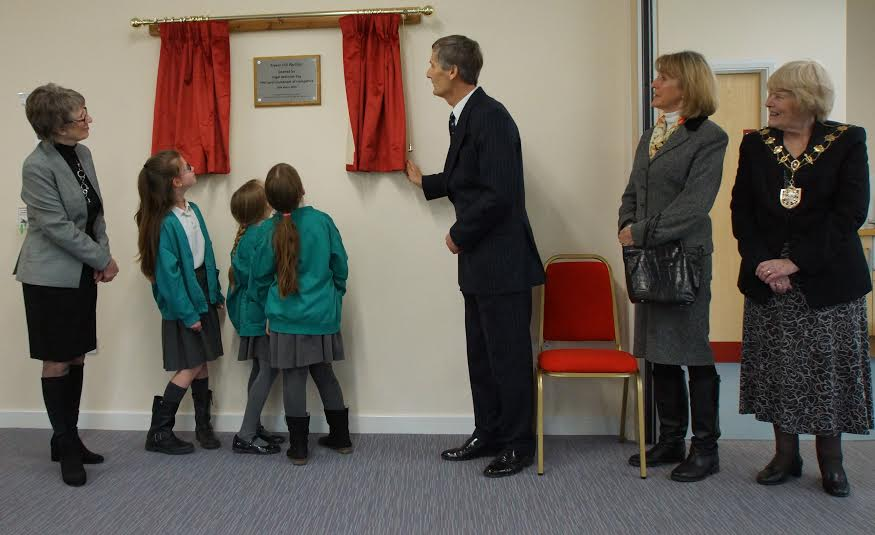 Opening of Fryern Pavilion. Plaque: Chairman CFPC Cllr Margaret Atkinson, Children from Fryern Junior School, Lord-Lieutenant Nigel Atkinson, Mrs Atkinson and the Mayor of Eastleigh Cllr Jane Welsh. Image credit: Cllr Alan Broadhurst.