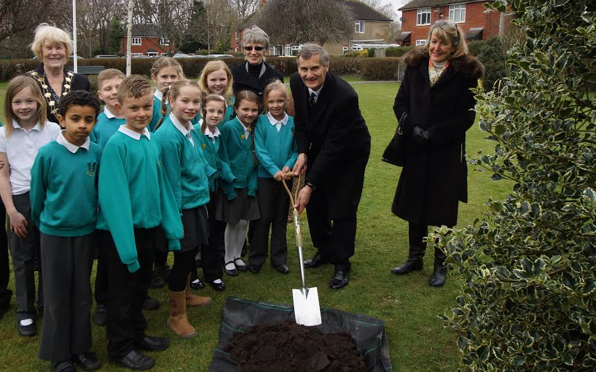 Tree Planting, from left to right: Children from Fryern Junior School, Mayor of Eastleigh Cllr Jane Welsh, Chairman CFPC Cllr Margaret Atkinson, Lord-Lieutenant Nigel Atkinson, Mrs Atkinson. Image credit: Cllr Alan Broadhurst.