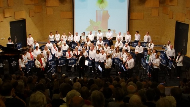 Thornden Community Wind Band performing Christmas concert with The Spitfire Sisters.