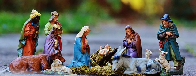 Christmas crib figures by Alexas_Fotos via Pixabay.