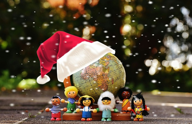 different nationalities Christmas Alexas_Fotos via Pixabay.