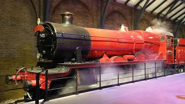 A great engine - Hogwarts Express - image via Pixabay