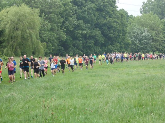 runners taking part in parkrun