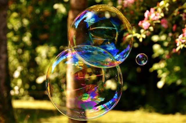 soap-bubble Alexas-Fotos via Pixabay