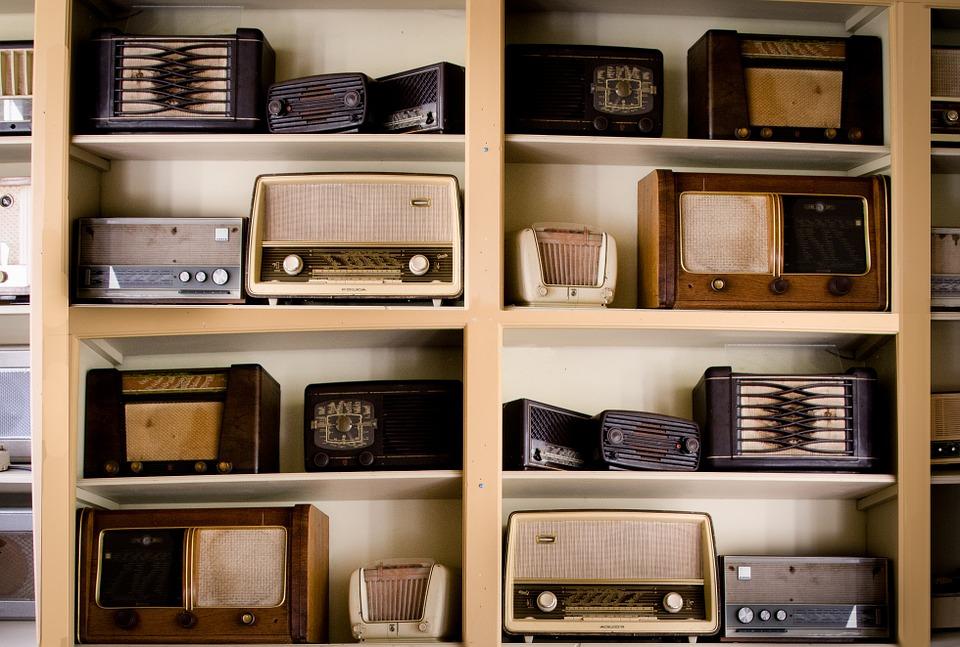 Old radios. Image via Pixabay.