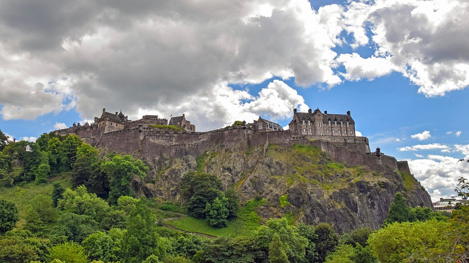 Edinburgh's most famous landmark - its castle - image via Pixabay