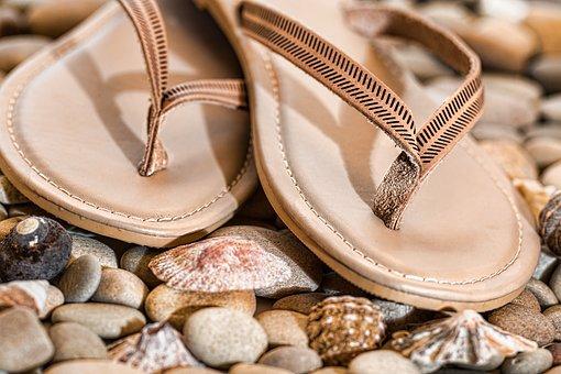 Flip flops. Image via Pixabay.