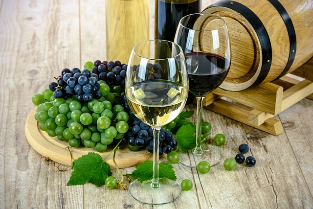 I must admit I did drink my grapes as well as eat them at Swanwick. Image by Pixabay