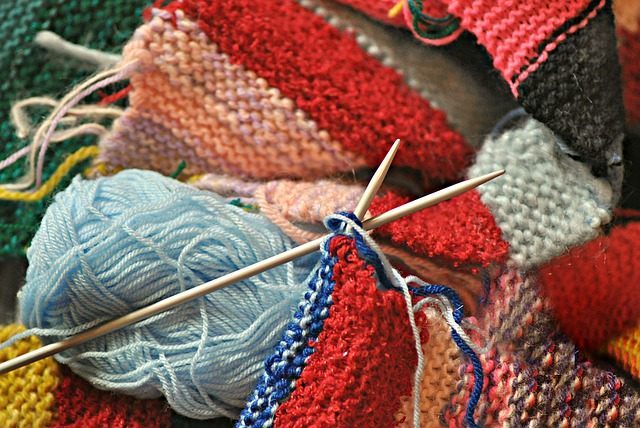 Knitting for victory. image by MabelAmber Pixabay