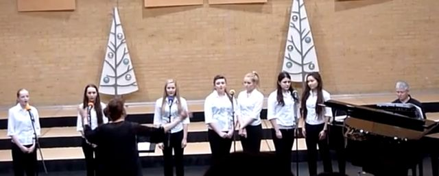 Angelic voices from Thornden Year 11 girls.