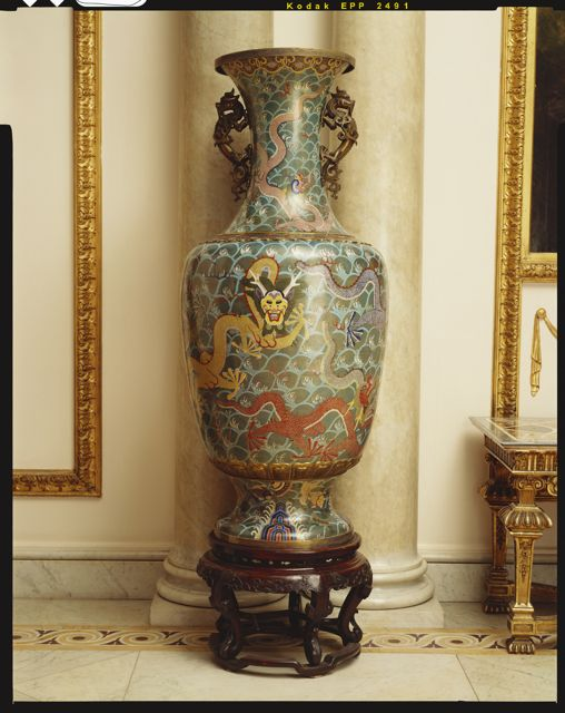 Vases by Puyi to King George V and Queen Mary in 1911. Royal Collection Trust / © Her Majesty Queen Elizabeth II 2014.