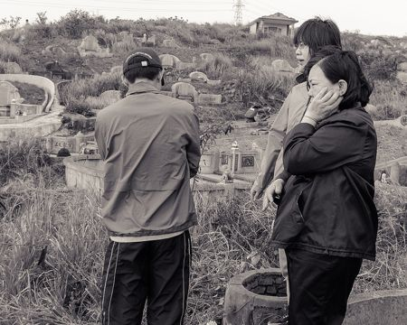 Tomb Sweeping Day - image by Yellow on Flickr. Taichung City, Taiwan, 2012.