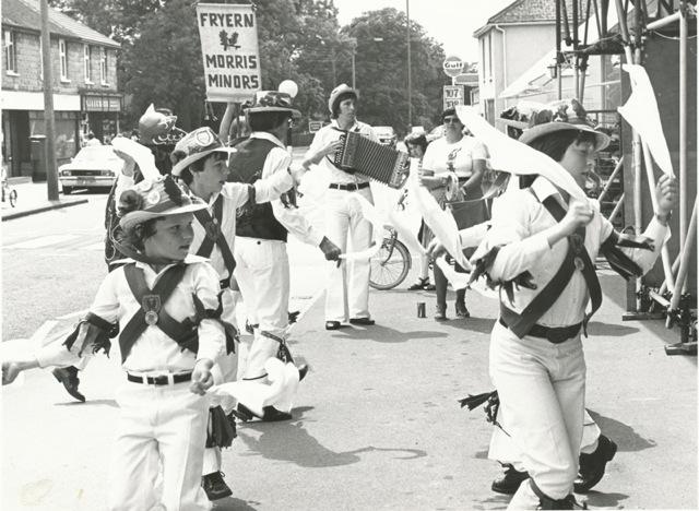 Fryern Hill Morris Minors : At Fryern Hill in Winchester Road 21 June 1979.