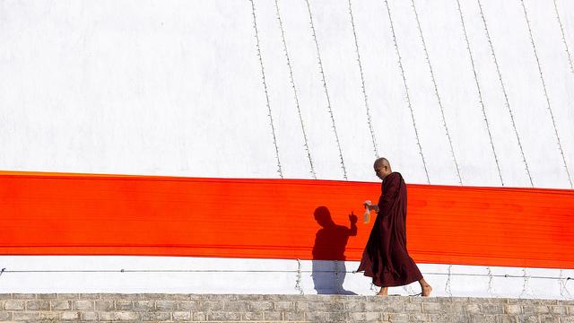 """Ruwanmalisaya Chedi stupa, Anuradhapura, Sri Lanka by <a href=""""https://www.flickr.com/photos/james_gordon_losangeles/7170857867/in/photolist-bVEwdt-ccZtw3-bVEBYV-ccfEky-bVCbUZ-cd3Pew-ccTA1s-c9GcJ9-ccZtKW-ccknk5-ccTBhA-eaLbnQ"""">James Gordon</a>."""