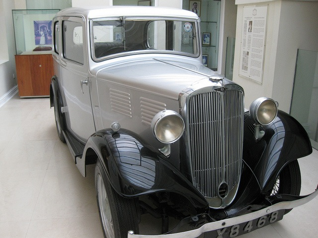 "This old Austin Eight preserved inside the Galle Face Hotel used to belong to Prince Philip. Image by <a href=""https://www.flickr.com/photos/shankaronline/7567571968"">shankar s.</a> via Flickr."