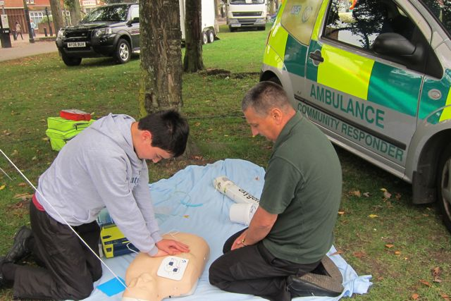 CPR in Eastleigh - Community First Responder Malcolm Wing teaches Ben how to save life.