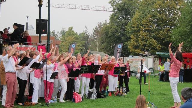 Eastleigh Fusion Choir led by Marie O'Brien.
