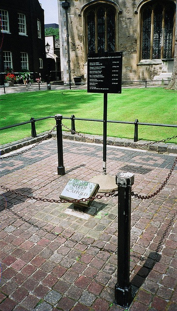 "Scaffold Site at the Tower of London, image by <a href=""https://www.flickr.com/photos/bbcamericangirl/4734926408"">bbcamericangirl</a> via Flickr."
