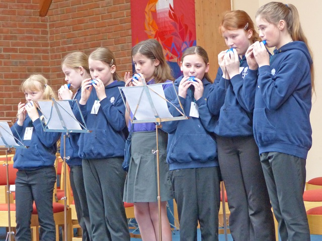 Members of 1st Hedge End performing.