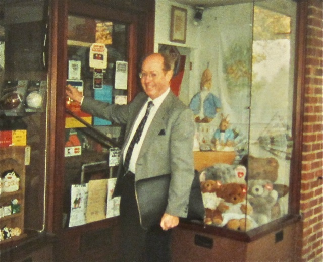 Brian Matthews - first day at the Precinct Gift Centre on 13th Nov 1989.