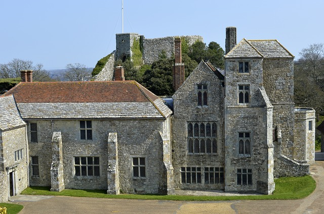 Carisbrooke Castle Courtyard  Image from Pixabay under Licence CC0 Public Domain