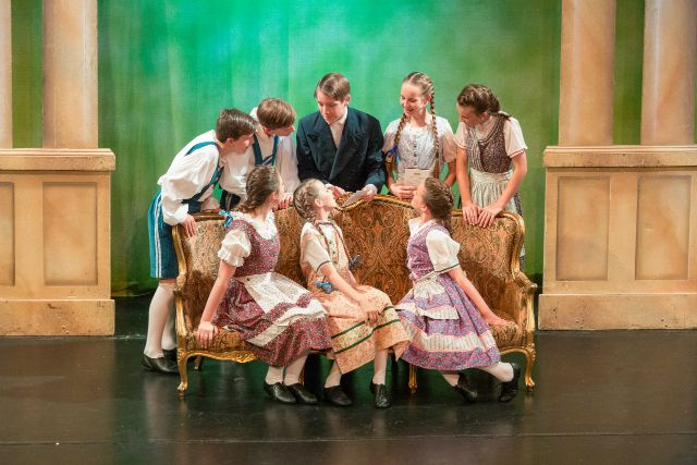 The Sound of Music by Thornden School 2015. Image credit: Cl
