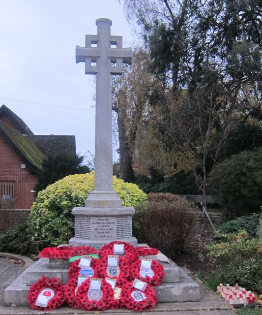 Chandler's Ford War Memorial (Archive: 9 Nov 2015)