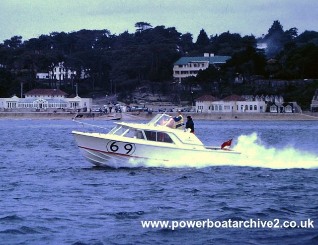 Photographs from Ian & Christian Toll : CI & II : CHASSEUR (1963). Image via Powerboat Archive, Graham Stevens.