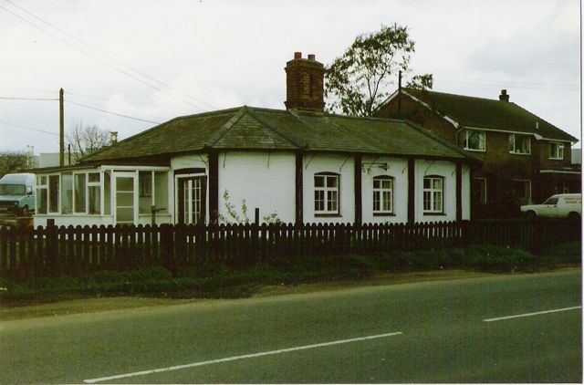 Chestnut Avenue c. 1988. The original Common Barn Farmhouse in the foreground, and its more modern replacement behind.