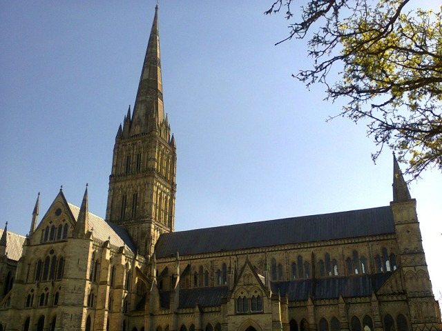 Resized Getting to Salisbury Cathedral is simple from CF Railway Station (image by Allison Symes)