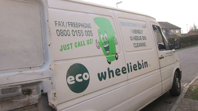 eco Wheeliebin Adam cleaning bin