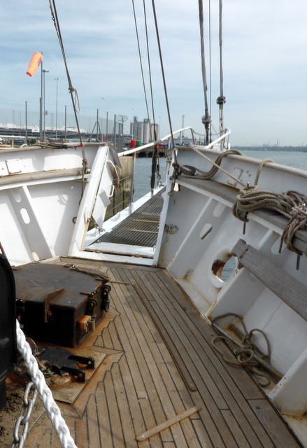 Bows and gangplank along the bowsprit