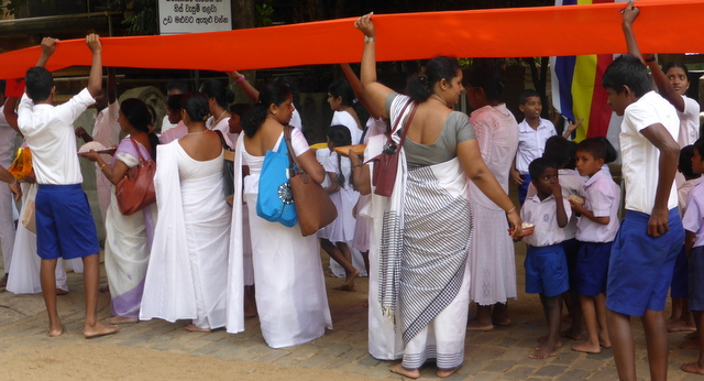 Making a communal offering at Kelaniya temple