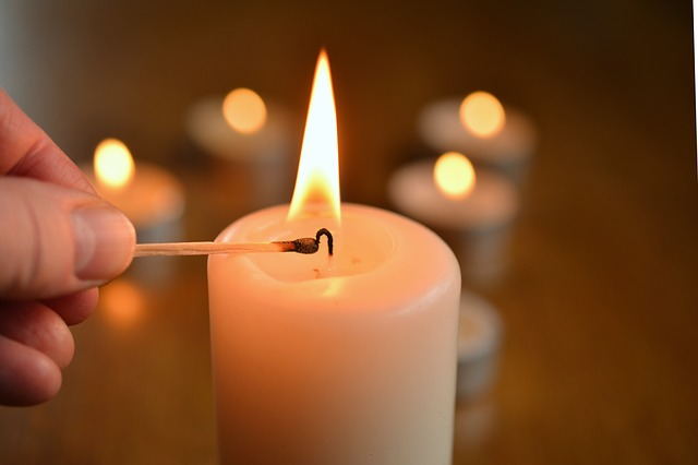 Candle by condesign via Pixabay
