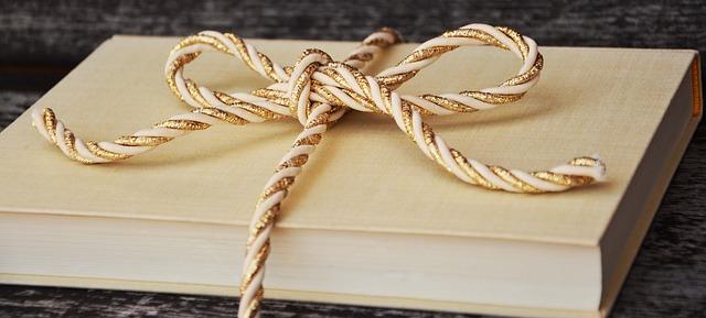Books make ideal gifts - Image via Pixabay