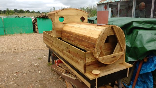 Planter provided by Eastleigh Men's Shed to Chandler's Ford rail station.