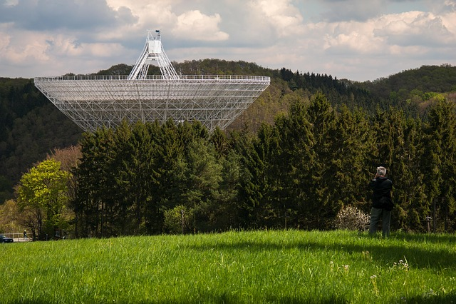 Radio Telescope - image via Pixabay