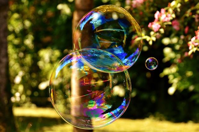 soap-bubble Alexas-Fotos via Pixabay