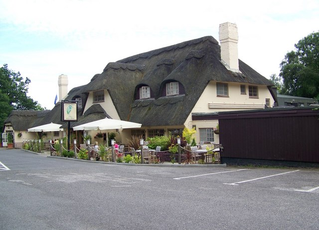 Potters Heron Hotel. Photo © Maigheach-gheal (cc-by-sa/2.0) , 2008.