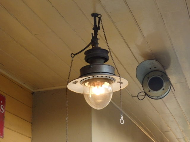 gas lamp at Alresford station