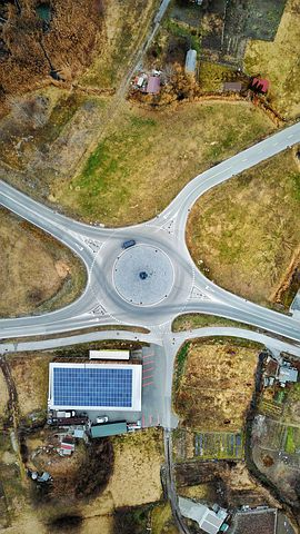 When people don't signal correctly or at all is irritating enough, it is a real pain at roundabouts - Pixabay