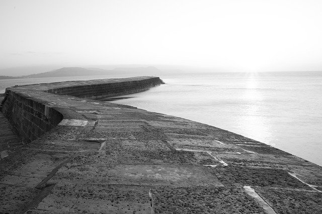 Stunning picture of The Cobb at Lyme Regis taken by Claire Johnson for Pixabay